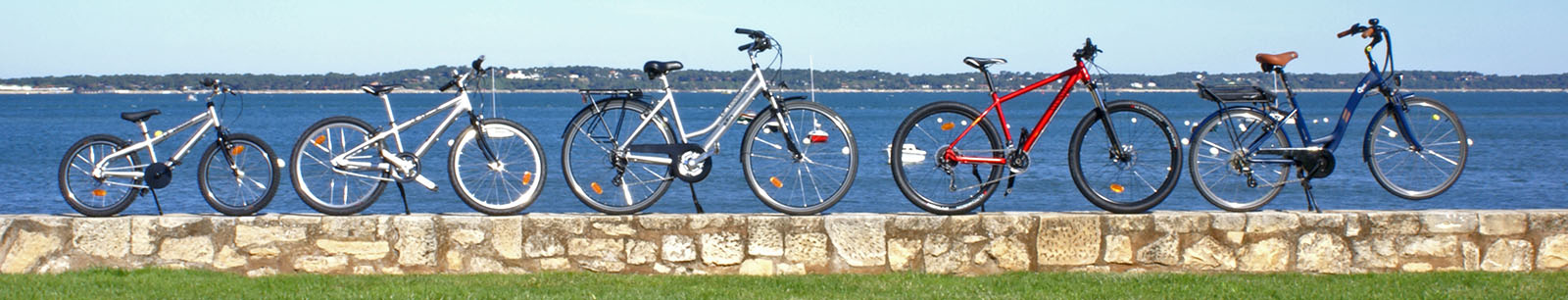 The range of bicycles offered by the Vélotier for rent at Pyla sur mer