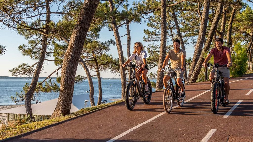 A 15 km bike tour by le Pyla and the La Teste Harbour